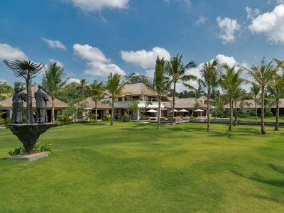 Kaba Kaba Estate - Villa and grounds
