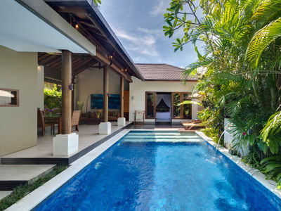 1. Lakshmi Villas - Solo - Pool and villa