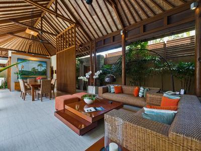 3. Lakshmi Villas - Toba - Living area