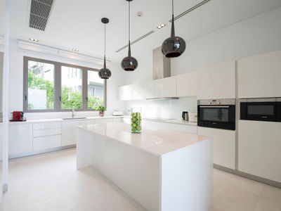 Malaiwana Penthouse - Modern kitchen design