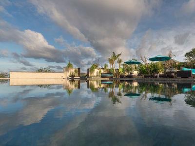 Pandawa Cliff Estate - The Pala - Cloud shadow over pool