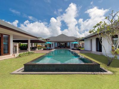 Pandawa Cliff Estate - Villa Marie - The villa and grounds
