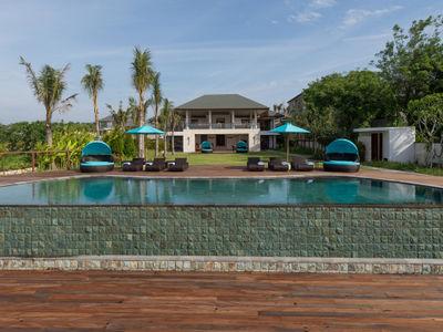 Pandawa Cliff Estate - Villa Rose - The villa and gardens