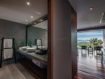 Villa Suralai - Bedroom five ensuite bathroom