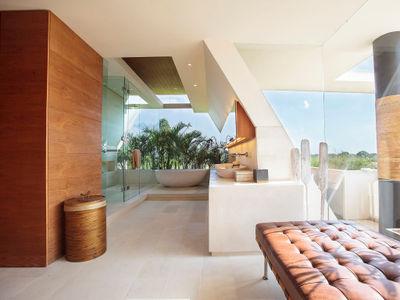 The Iman Villa - Designer bathroom