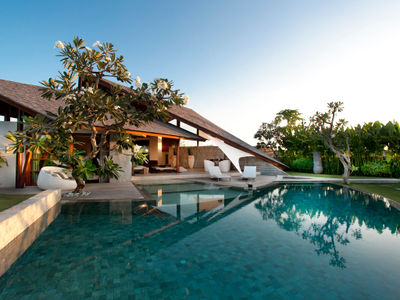 The Layar - 3 bedroom - Sunrise over the pool