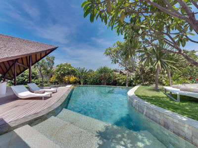 The Layar 2BR - Pool