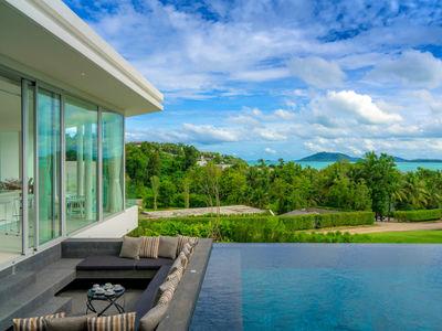 Villa Abiente - Poolside sitting area