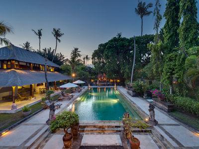 Villa Batujimbar - Pool at dusk