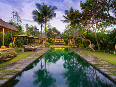 Villa Belong Dua - Pool at dusk