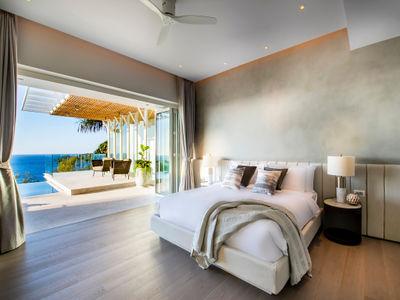 Villa Borimas - Contemporary master bedroom design