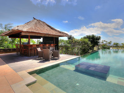 Indah Manis - Pool and bar