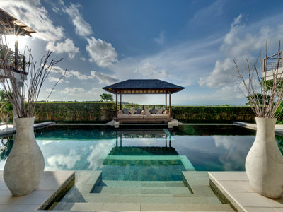 Villa Jamalu - Poolside bale