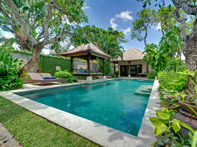 Villa Kedidi - Pool and gardens