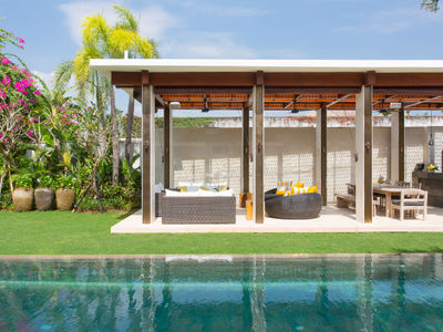 Vila Lilibel - Pool and outdoor living area