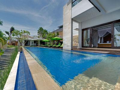 Villa Luwih - Poolside