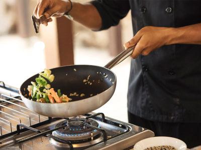 Villa Mako - Chef making dinner
