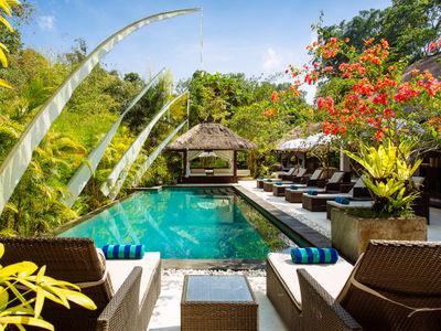Villa Maya Retreat - Sun loungers round the pool