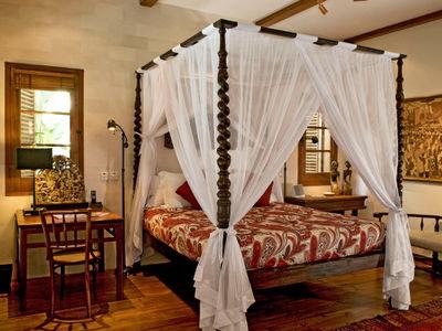 Villa Oost Indies - First bedroom