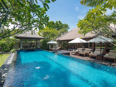 Villa Ramadewa - The pool and bale