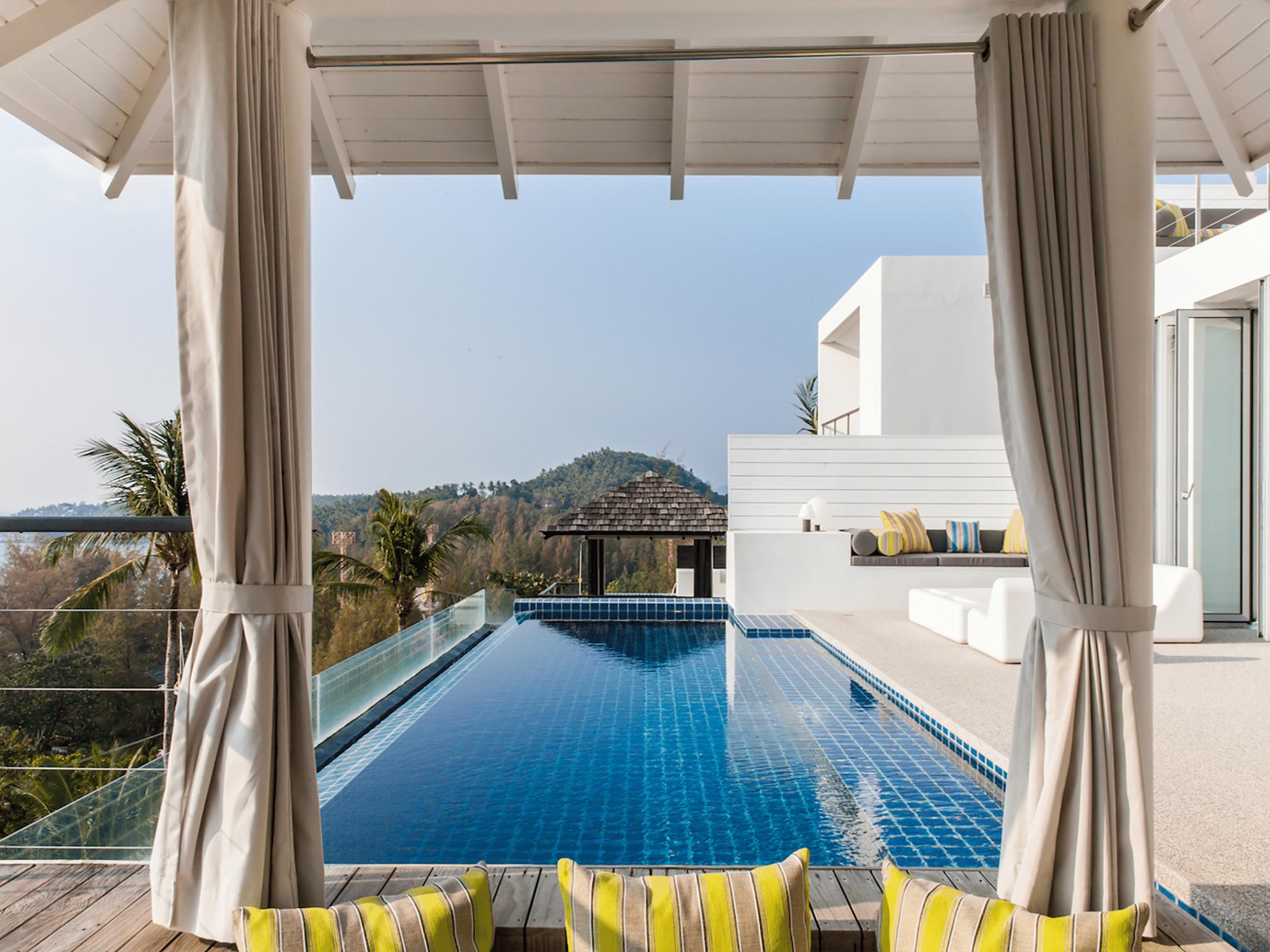 Villa Sammasan - Sun loungers by the pool