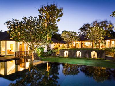 Villa Simona Oasis - Main pavillion and master bedroom lit up at night