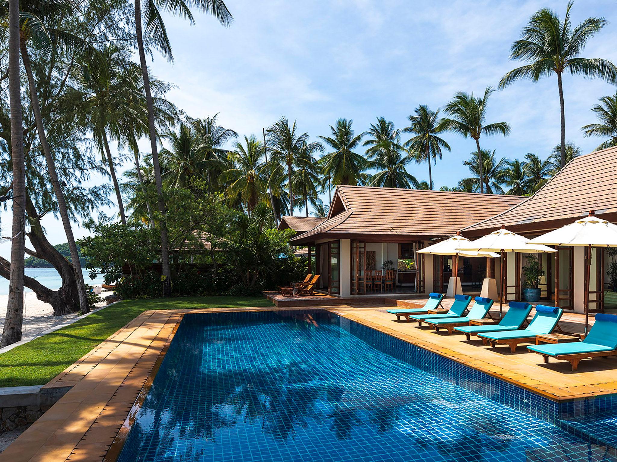 Waimarie - Pool and the villa
