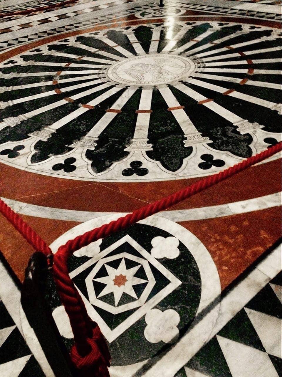 Duomo Siena, Aquila Imperiale sul pavimento