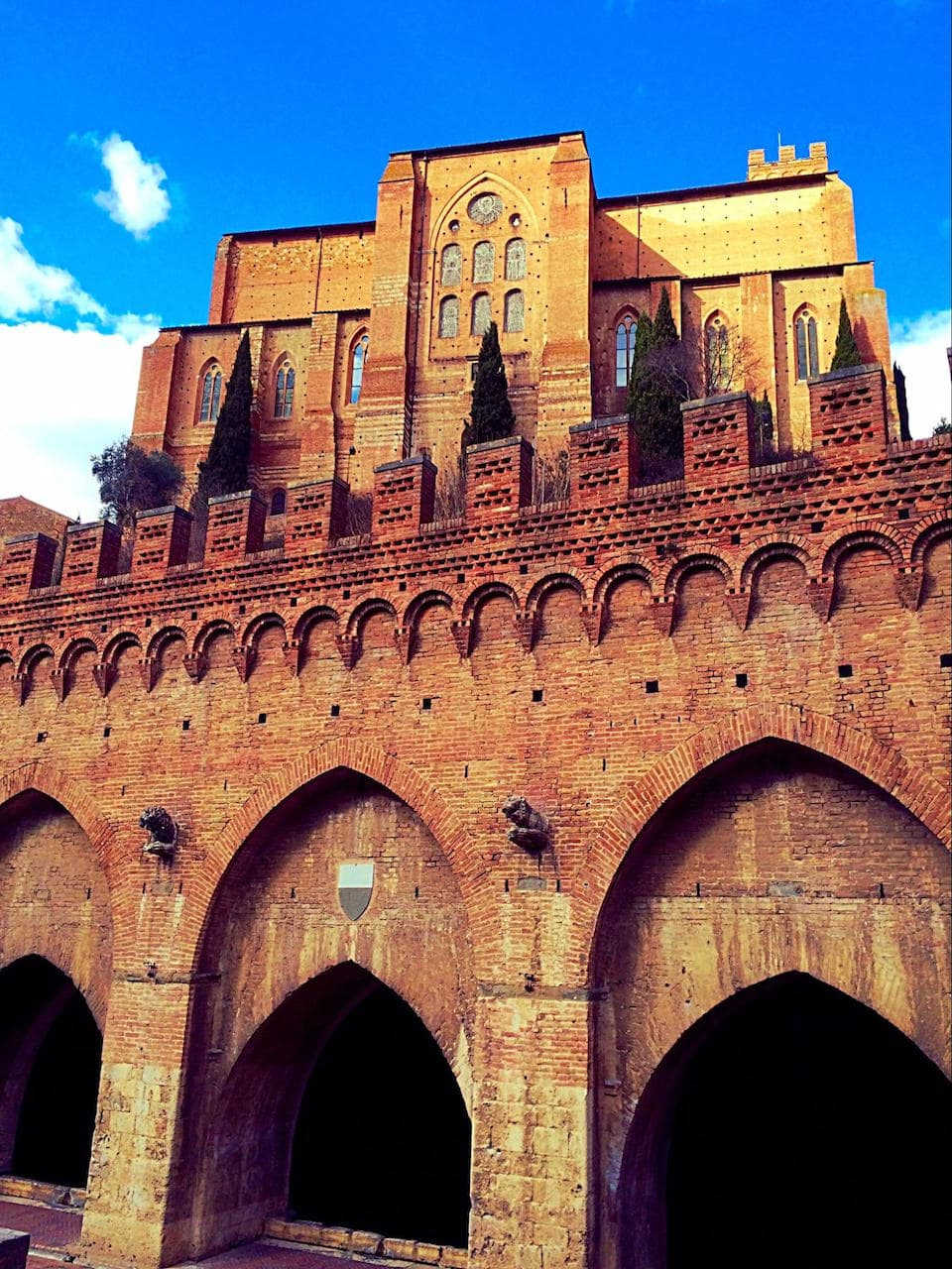 Fontebranda e la Chiesa di San Domenico sullo sfondo