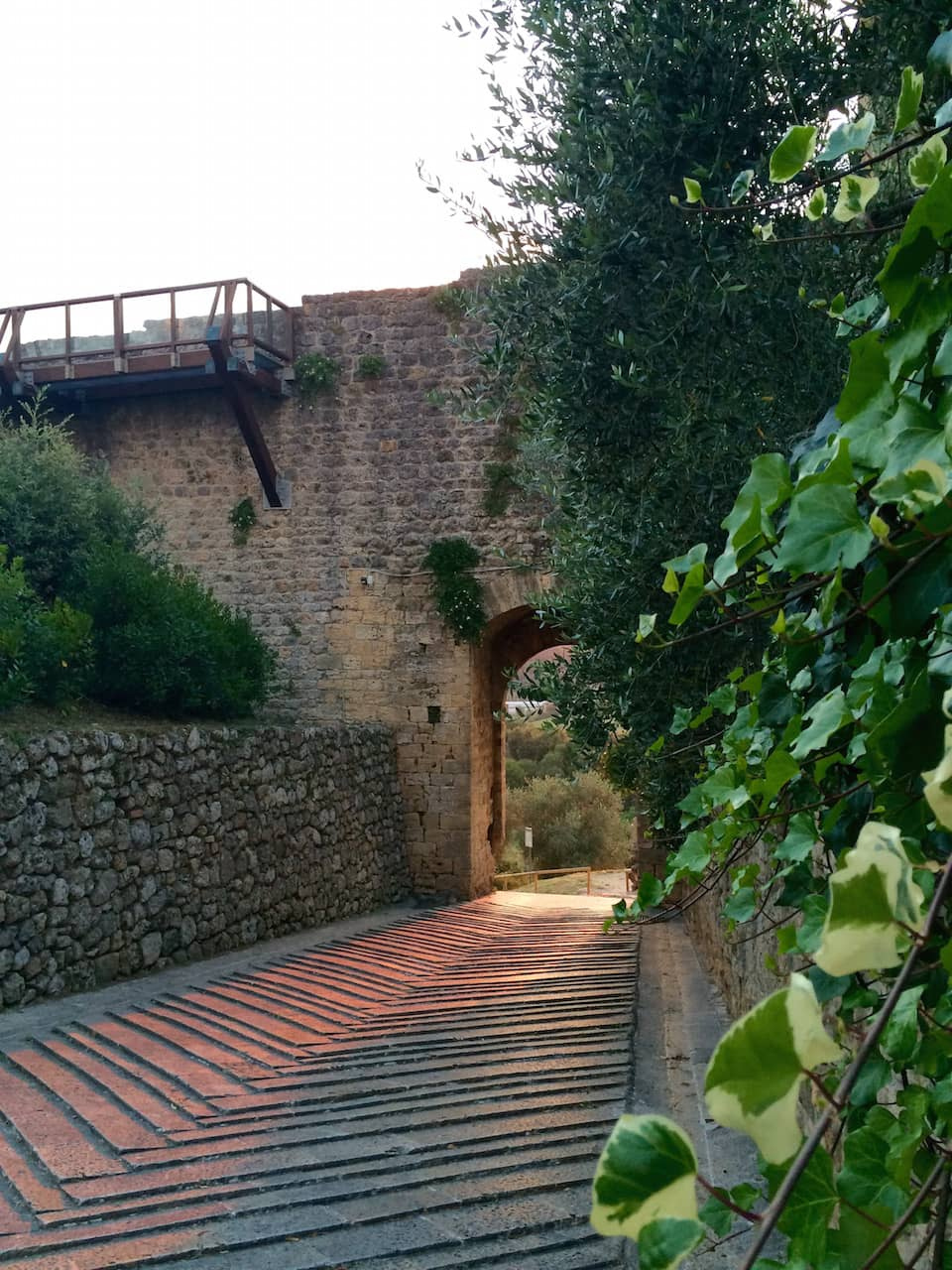 """Monteriggioni, Porta di """"uscita"""" intitolata a San Giovanni"""
