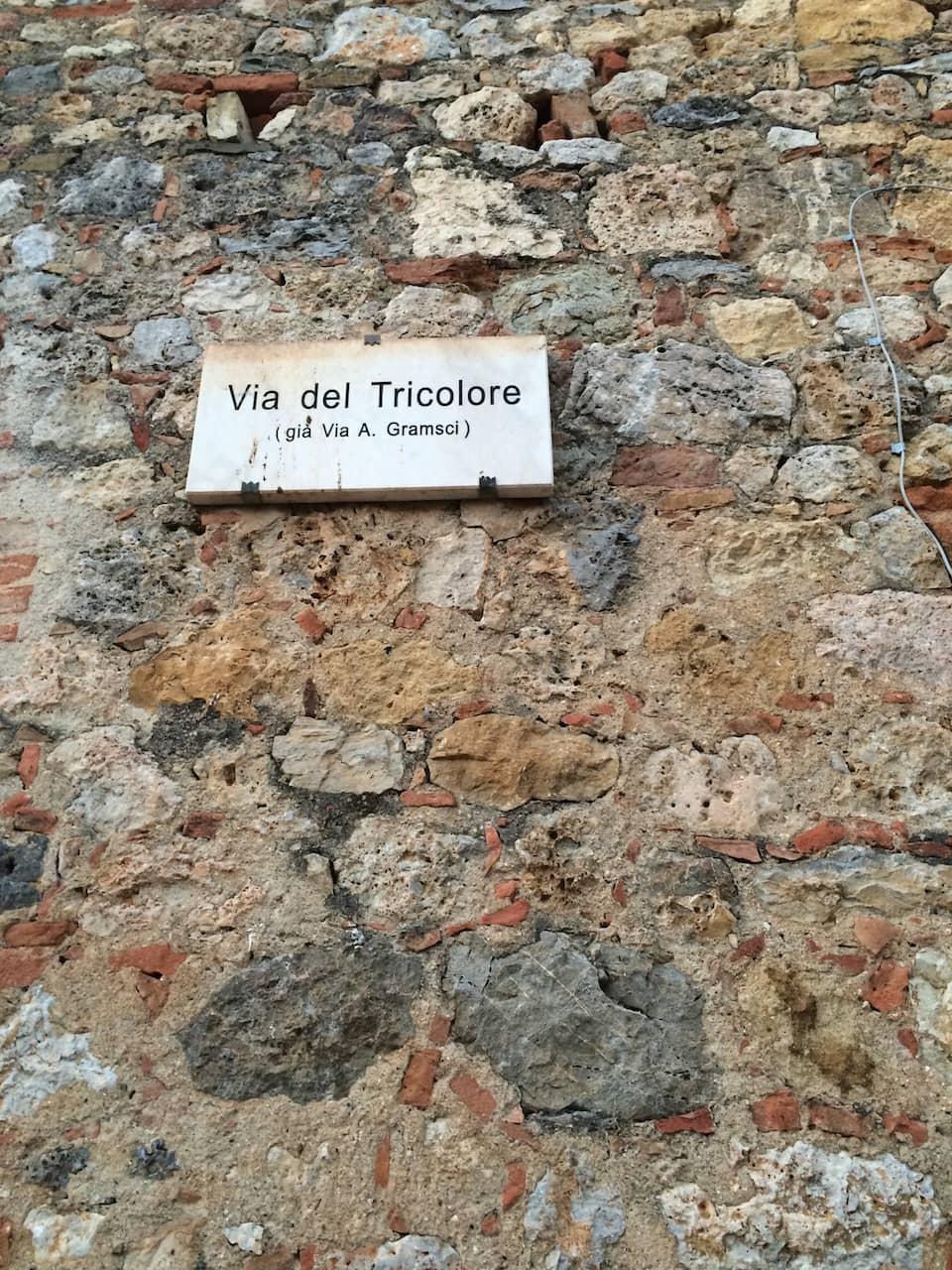 Monteriggioni, Via del Tricolore