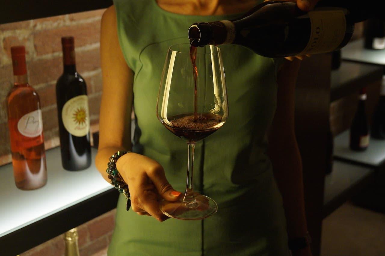 Servizio di Vino Rosso