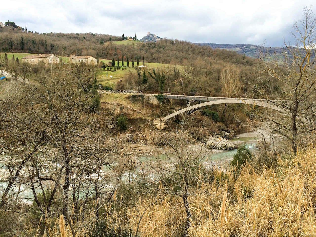 Il parco dei Mulini, dove il fiume accoglie le acque termali che sgorgano a Bagno Vignoni