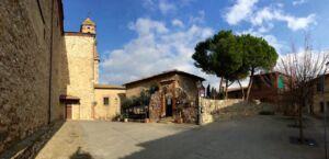 La piazza sulla sommità del paese di Lucignano