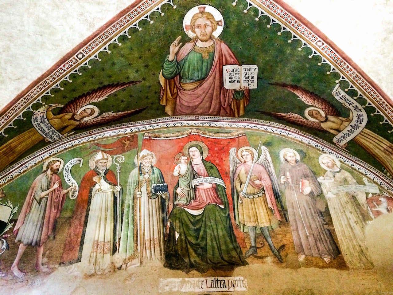 La Maestà nella Sala ove è ospitato l'Albero d'oro a Lucignano