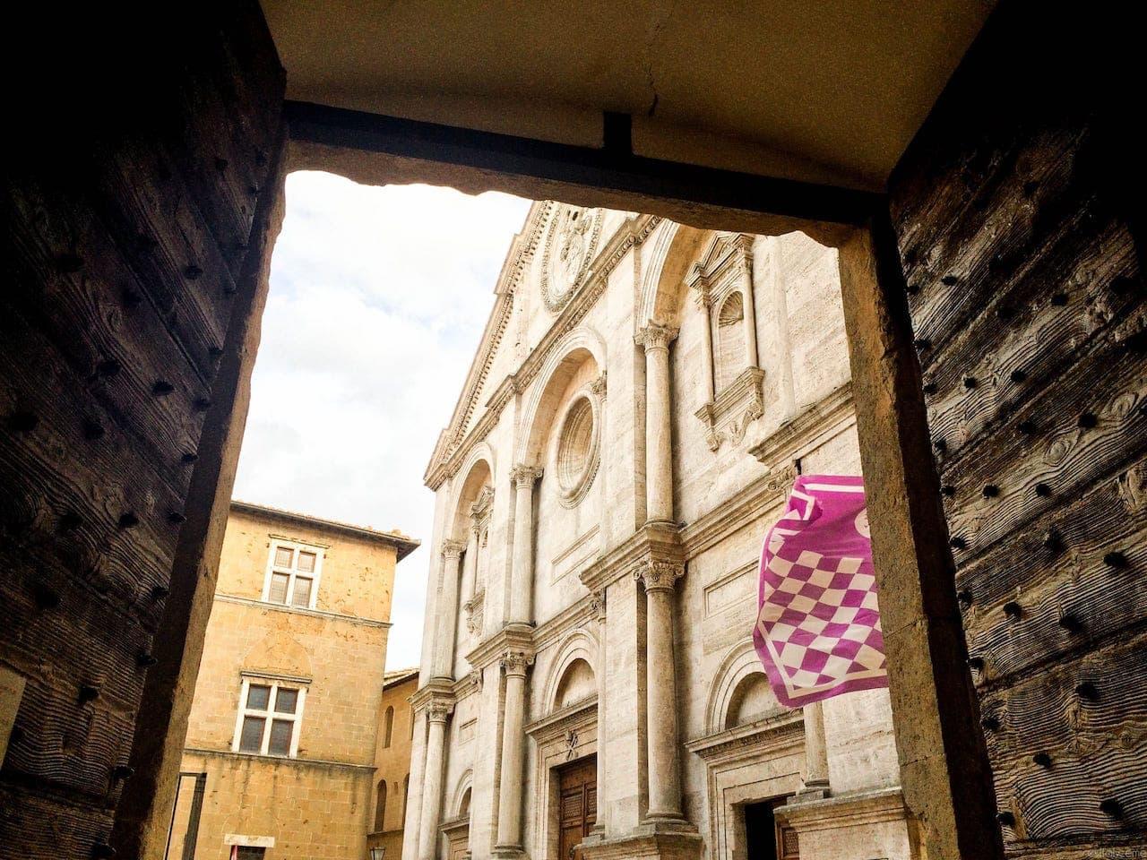Pienza, il Duomo visto da Palazzo Piccolomini
