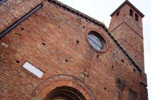 La Chiesa di Santa Flora e Lucilla, che si affaccia su Piazza Matteotti