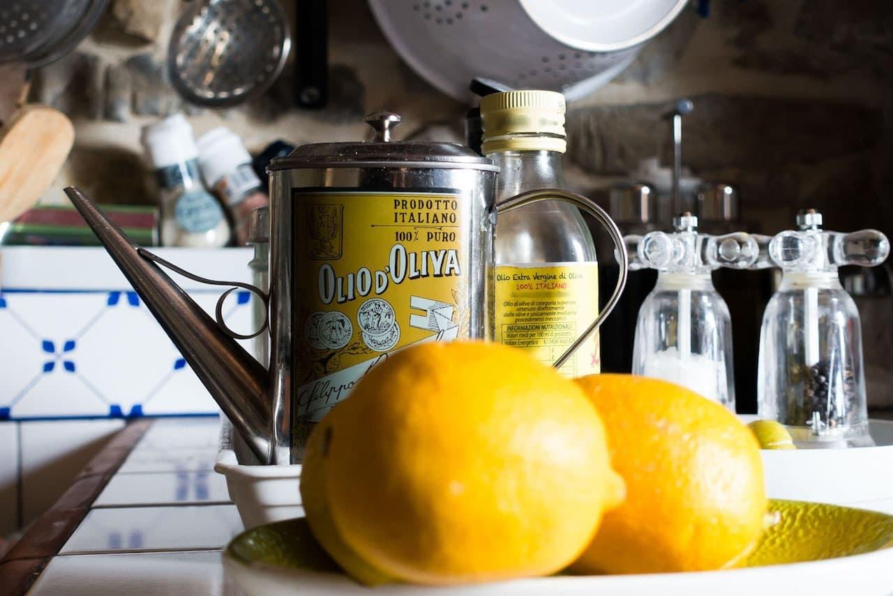 Olio d'oliva e limone non possono mancare in qualsiasi cucina ligure che si rispetti
