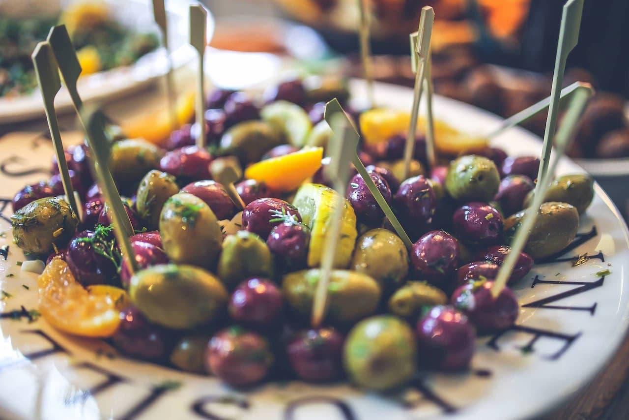 Aperitivo a base di olive alle erbette