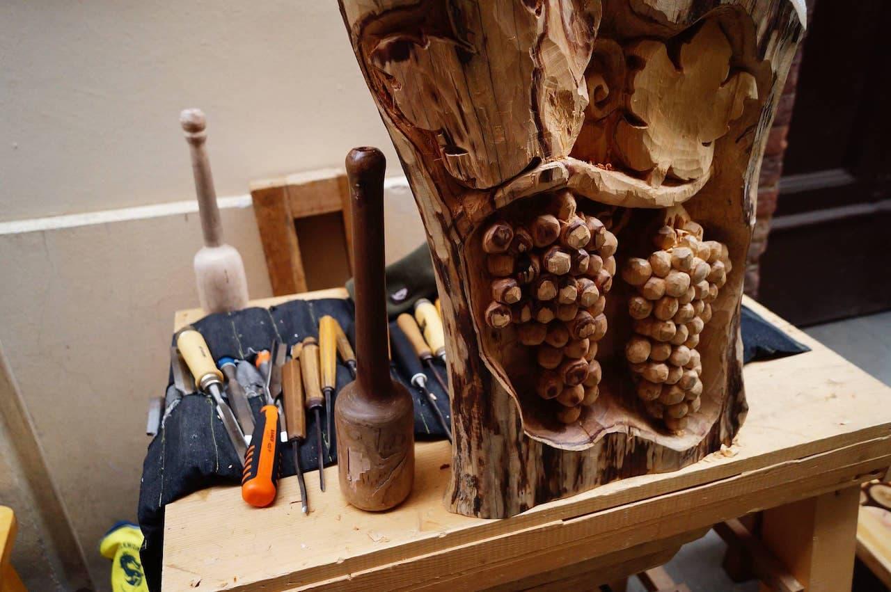 Lavorazione del legno, arte in cui i torritesi erano specializzati