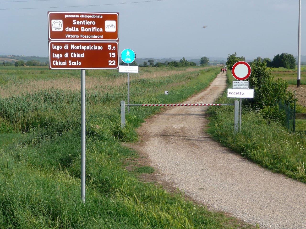 Il sentiero della Bonifica nei pressi di Sinalunga