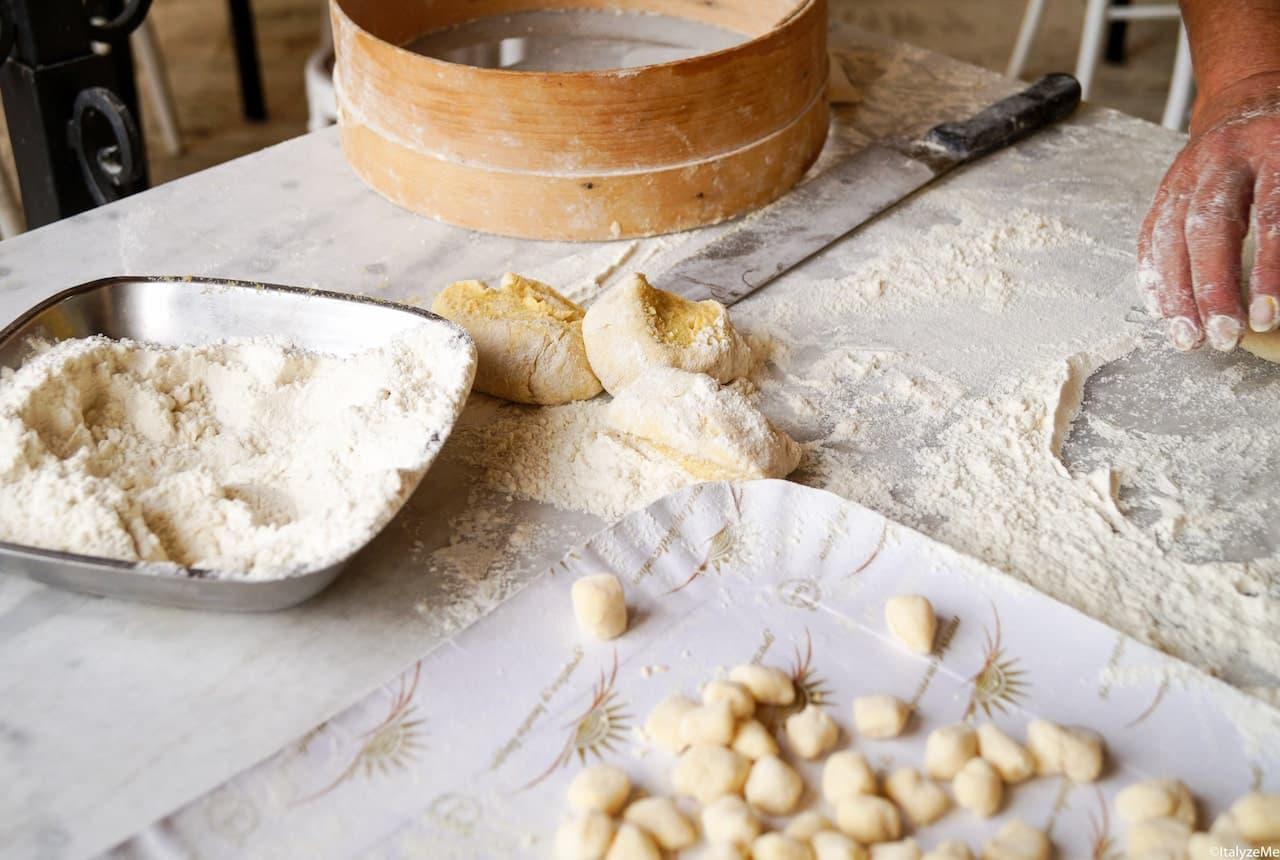 Farina, patate ed un uovo alla bisogna sono i tre semplici ingredienti con cui si preparano i topini