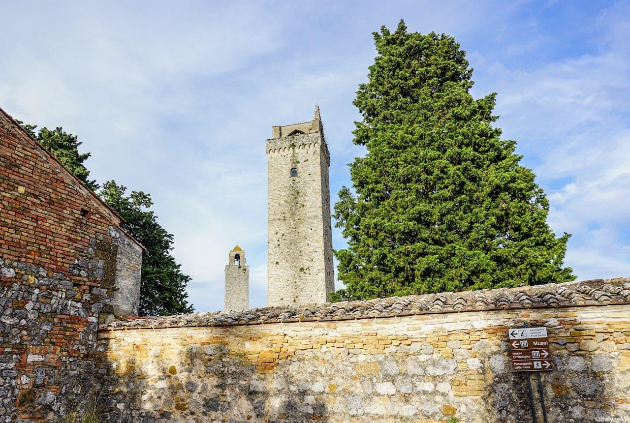 Il profilo delle torri di San Gimignano che si gode dalla via che da Piazza delle Erbe porta fino alla Rocca di Montestaffoli