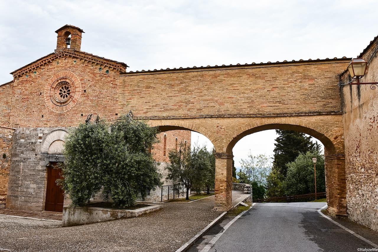 La suggestiva chiesa di San Jacopo al Tempio, ex magione templare di San Gimignano