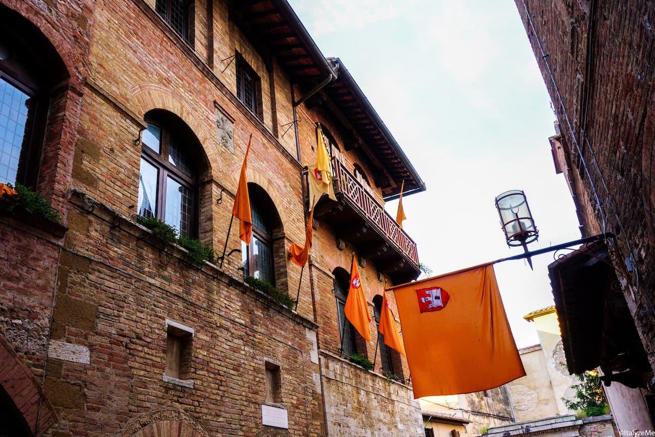 Via del Castello all'altezza del vicolo che conduce alla casa di Santa Fina, San Gimignano