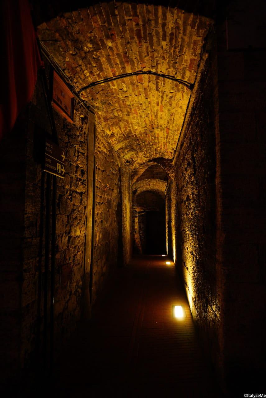 Il suggestivo vicolo che conduce alla casa di Santa Fina, San Gimignano