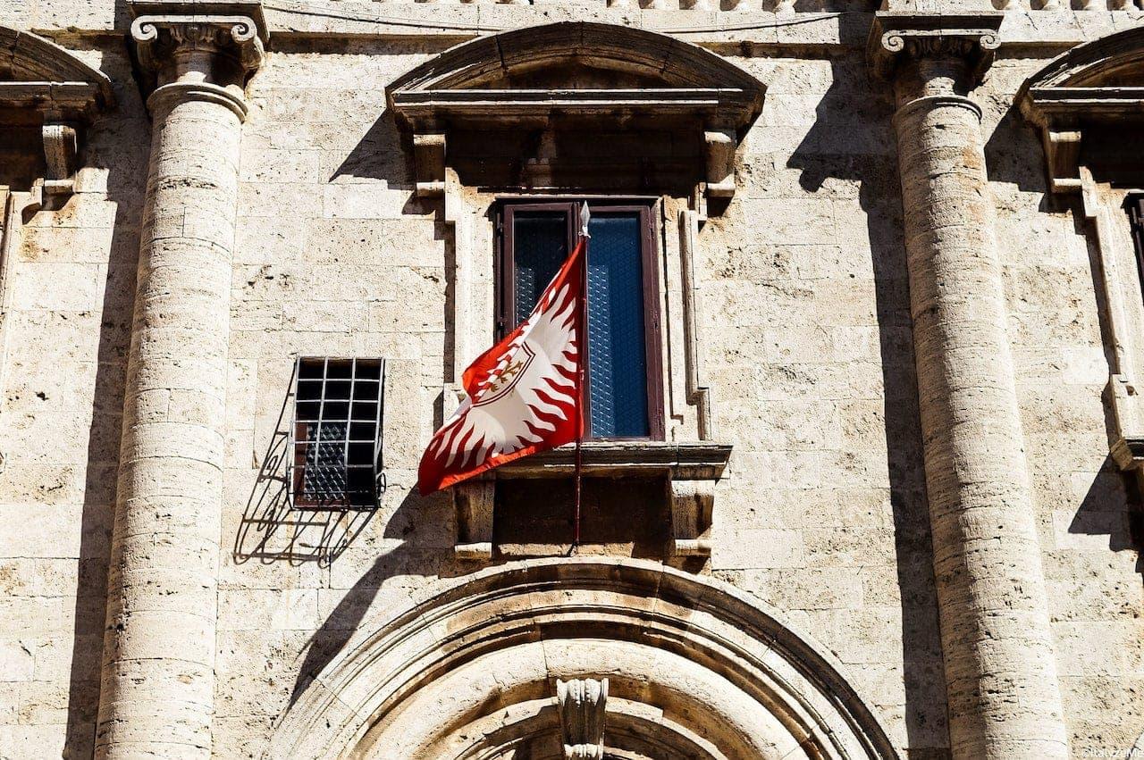 Una delle finestre di Palazzo Nobili Tarugi a Montepulciano