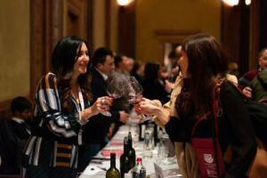 Ragazze che brindano a Wine&Siena 2019