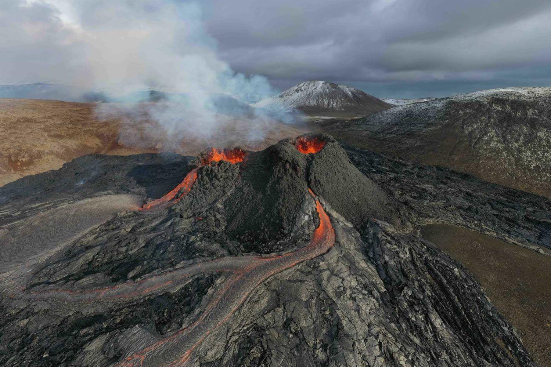 live erupting volcano iceland
