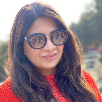 Celebrity Aakansha Kapoor - Tring India